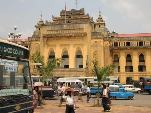 ศาลากลางย่างกุ้งฝีมือสถาปนิกชาวพม่า
